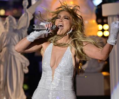 "Jennifer Lopez i Selena Gomez na koncercie ""VAX Live: The Concert to Reunite the World"" [TRANSMISJA, PROGRAM]"