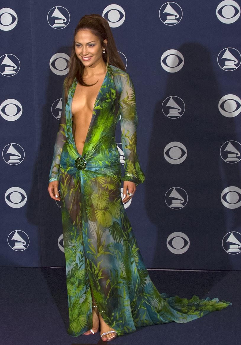 Jennifer Lopez na gali Grammy - 23 lutego 2000 r. /Bob Riha Jr /Getty Images