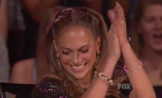"Jennifer Lopez oklaskuje Casey Abramsa - fot. ""American Idol"" Fox /"
