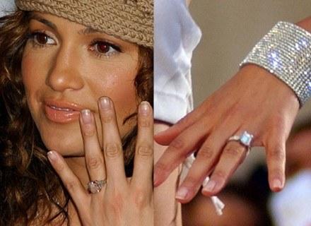 Jennifer Lopez pokazuje pierścionek od Bena Afflecka, po prawej pierścionek od Crisa Judda /Getty Images/Flash Press Media