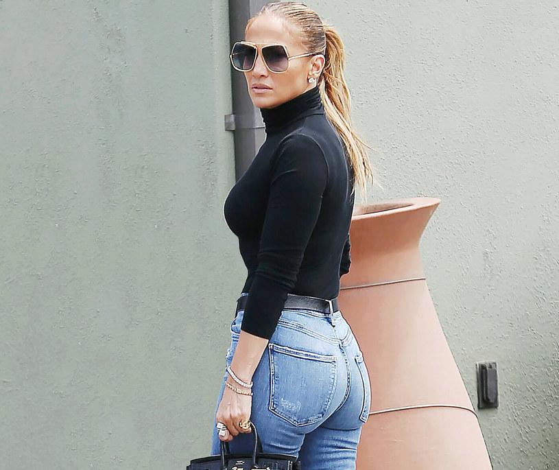 Jennifer Lopez skończyła 52 lata i wciąż może się pochwalić perfekcyjną sylwetką /BroadImage /East News