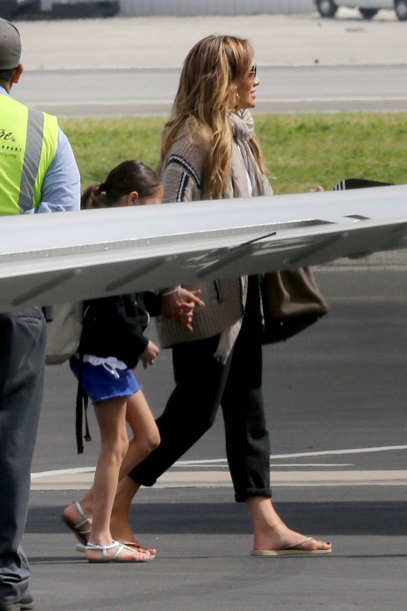 Jennifer Lopez w drodze na wakacje /Splash News /East News