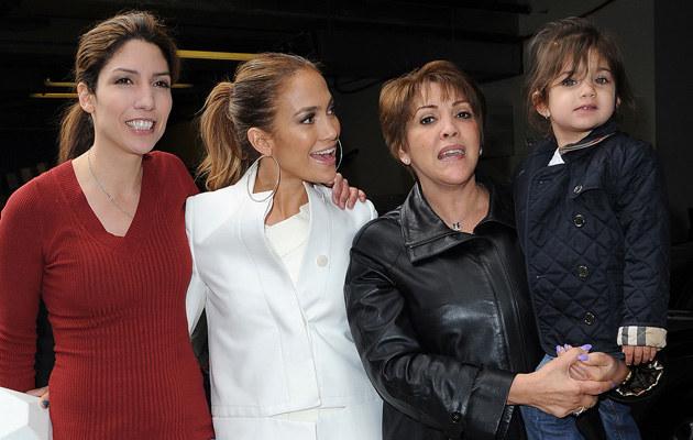 Jennifer Lopez z siostrą, matką i siostrzenicą  /Splashnews