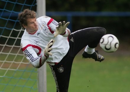 Jens Lehmann apeluje o szacunek dla rywala /AFP