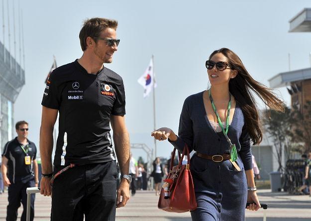 Jenson Button w towarzystwie swojej dziewczyny /AFP