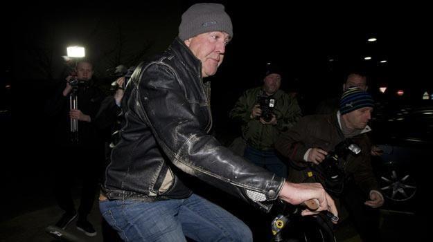 Jeremy Clarkson jest teraz łakomym kąskiem dla paparazzich /AFP
