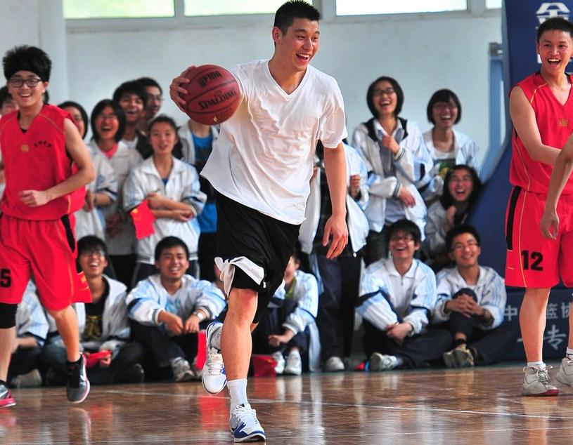 Jeremy Lin (z piłką) /AFP
