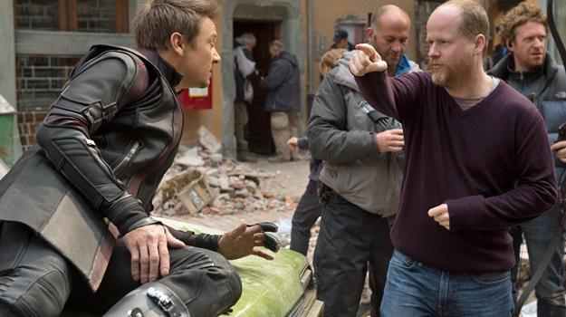 """Jeremy Renner dostawał masę wskazówek od Jossa Whedona na planie filmu """"Avengers: Czas Ultrona"""" /The New York Times"""