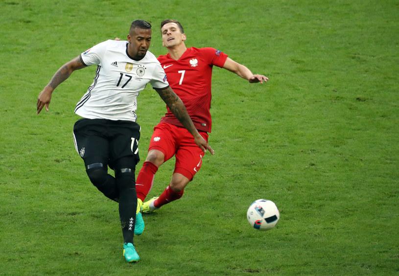 Jerome Boateng i Arkadiusz Milik podczas meczu Polska-Niemcy /AFP