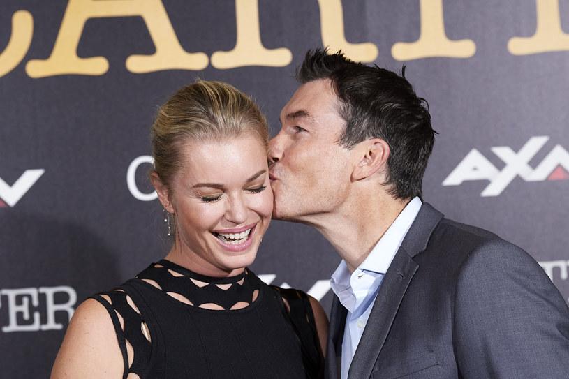 """Jerry O'Connell z żoną Rebeccą Romijn (""""Bibliotekarze"""", """"Star Trek: Discovery"""") /Carlos Alvarez /Getty Images"""