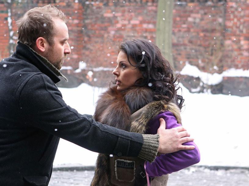 Jerzego (Wojciech Mecwaldowski) i Romę (Katarzyna Glinka) czekają trudne chwile. /Żukowski /AKPA