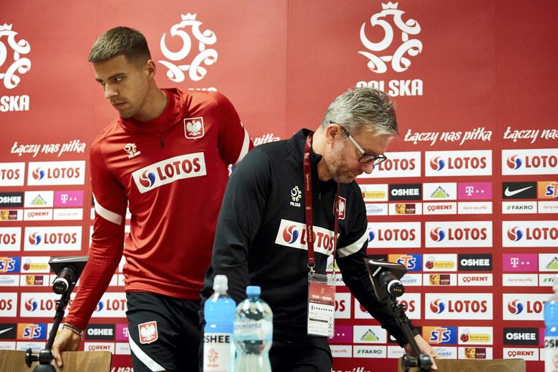 Jerzy Brzęczek i Jan Bednarek podczas konferencji prasowej / Adam Warżawa    /PAP