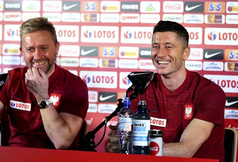 Jerzy Brzęczek i Robert Lewandowski / Adam Warżawa    /PAP