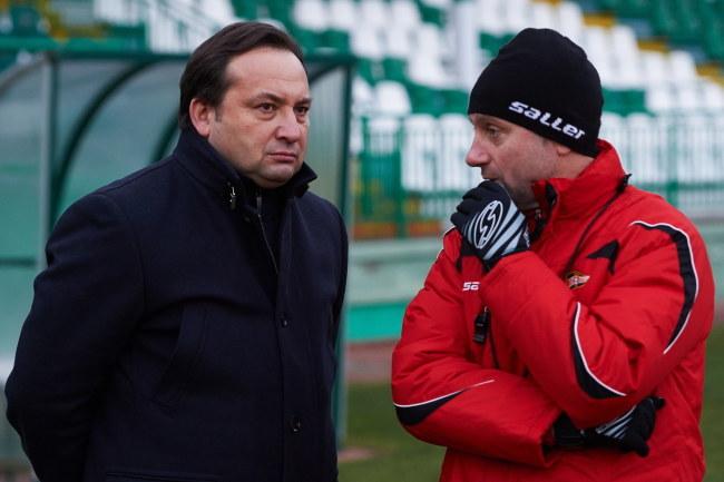 Jerzy Brzęczek (z prawej) i prezes Lechii Adam Mandziara /Adam Warżawa /PAP