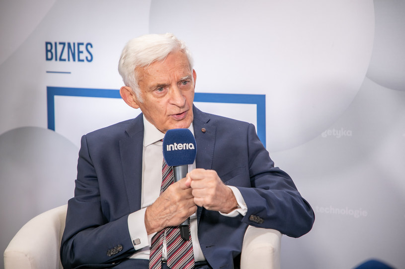 Jerzy Buzek, były premier, poseł do Parlamentu Europejskiego. /Fot. Ireneusz Rek /INTERIA.PL