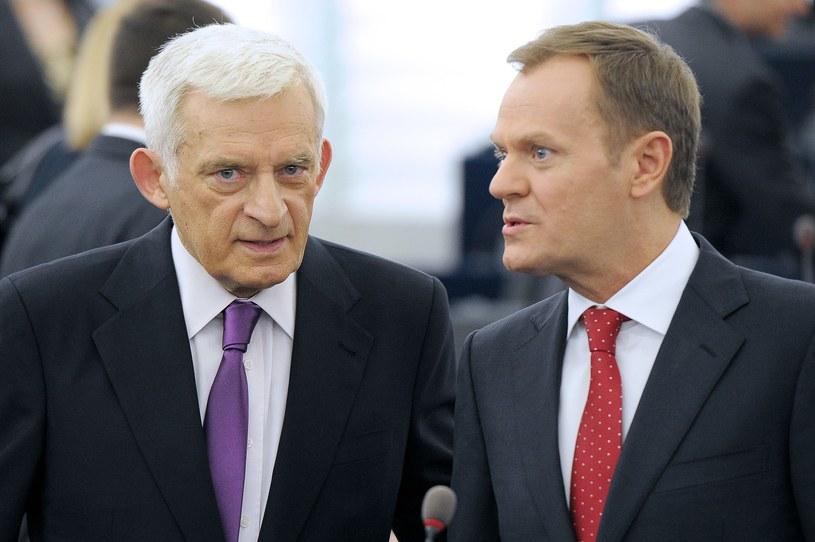 Jerzy Buzek w towarzystwie Donalda Tuska /AFP