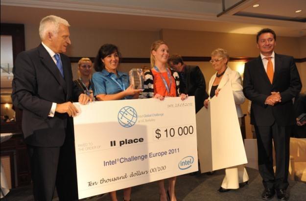 Jerzy Buzek wręczał nagrody podczas finału  Intel Business Challenge Europe 2011 w Spocie /materiały prasowe
