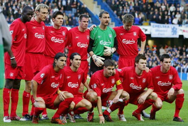 Jerzy Dudek wśród piłkarzy Liverpoolu w 2005 roku /AFP
