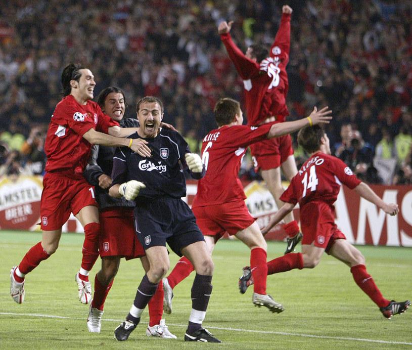 Jerzy Dudek z kolegami z Liverpoolu po triumfie w Lidze Mistrzów /AFP