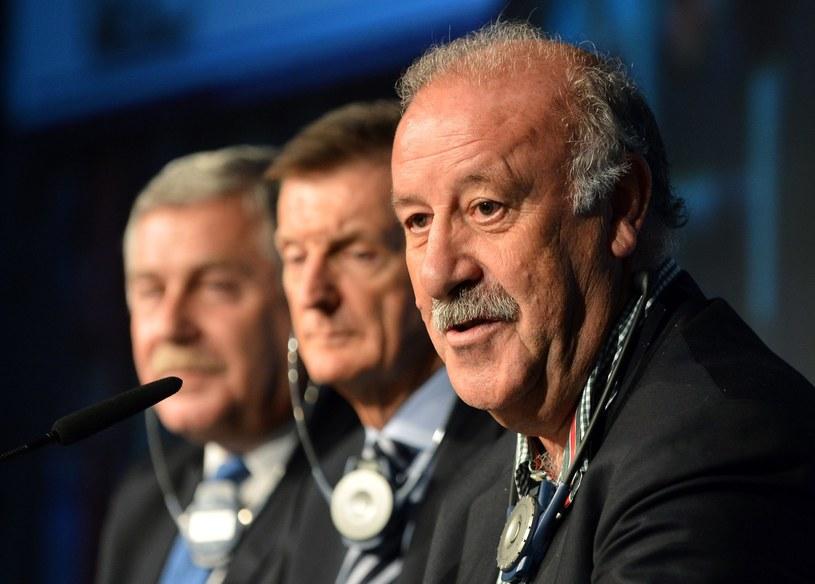 Jerzy Engel (1. z lewej, z dyrektorem technicznym Andym Roxburghiem i selekcjonerem Hiszpanii Vicentem del Bosque) odchodzi w cień. /AFP