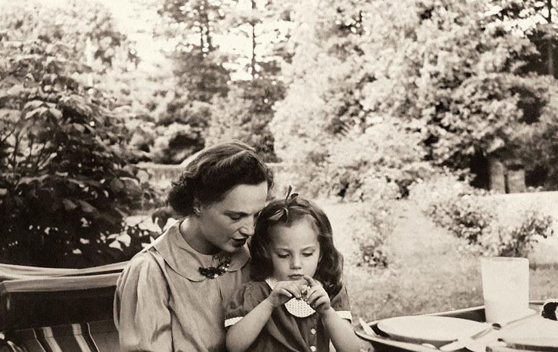 Jesień 1937 r. Virgilia Sapieha z córką Krysią.  Fot. Ze zbiorów Virgilii Christiny Sapiehy Fremantle /