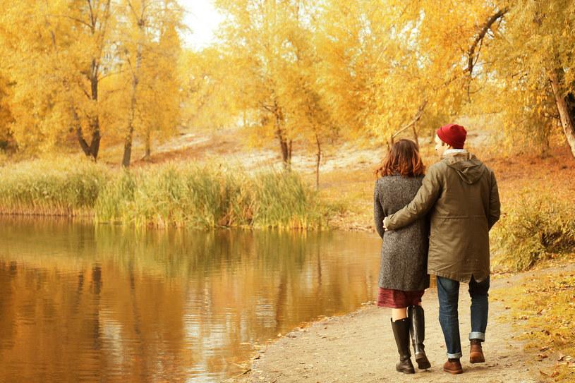 Jesień i zima to doskonały czas na szukanie miłości /123RF/PICSEL