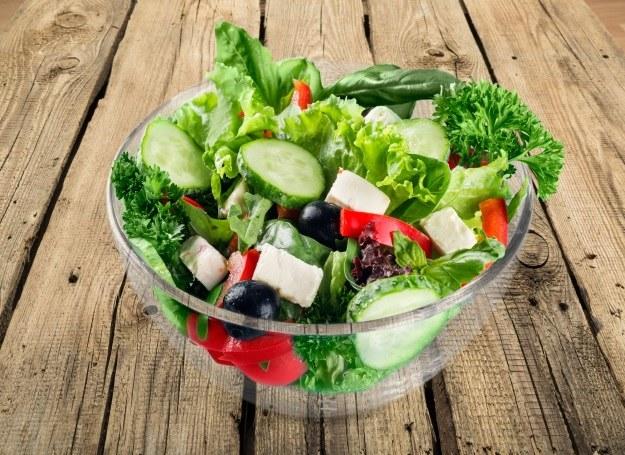 Jesień to idealna pora na smaczne, zdrowe sałatki /123RF/PICSEL