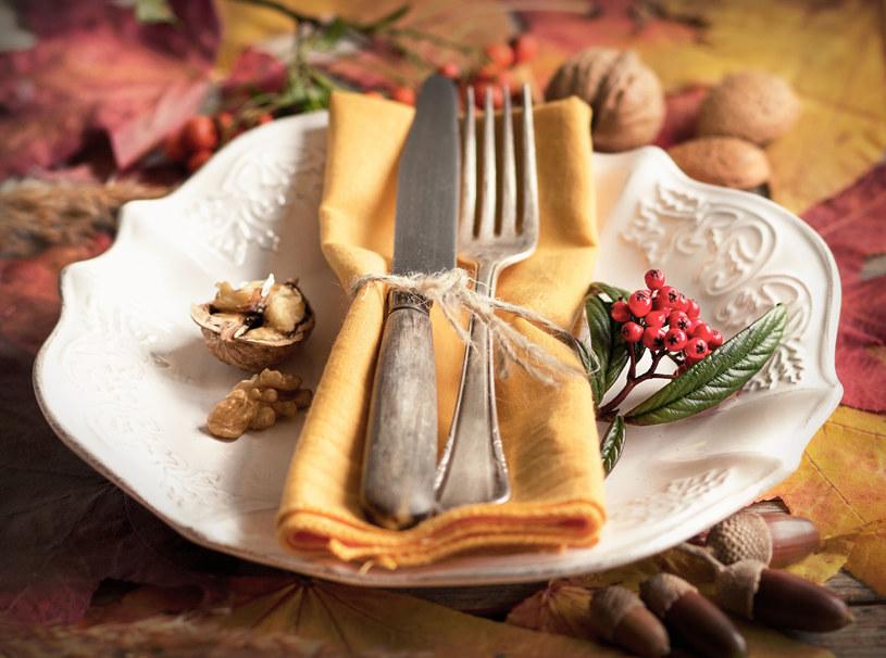Jesienna dekoracja stołu wprawi cię w niesamowity nastrój /123RF/PICSEL
