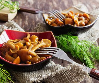 Jesienne grzyby: Prosty przepis od babci na opieńki marynowane