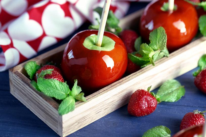 Jesienne, jabłkowe lizaki /123RF/PICSEL