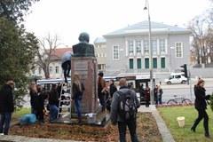 Jesienne porządki w Olsztynie. Pomnik Jaracza jak nowy!