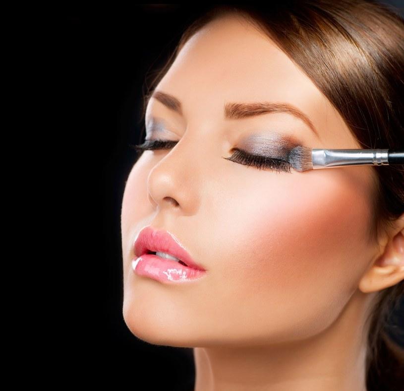 Jesienny makijaż od Diora to nawiązanie do tajemniczych kolorów galaktyki /123RF/PICSEL