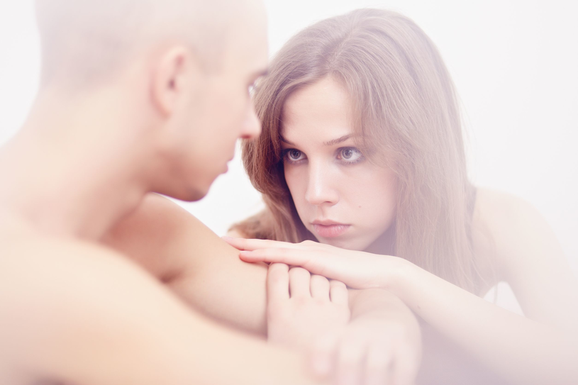Jeśli bliskość w związku polega na identyczności i nie ma zgody na różnice, wtedy też seksualność umiera. /123RF/PICSEL