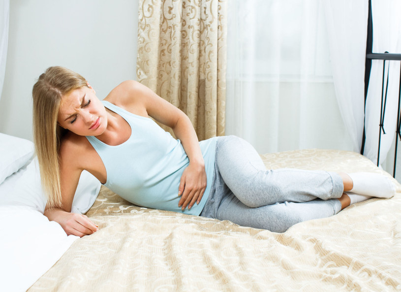 Jeśli boli cię brzuch i od kilku dni masz problem z wypróżnieniem, lekarze doradzają zjedzenie na czczo 4–5 suszonych śliwek /Picsel /123RF/PICSEL