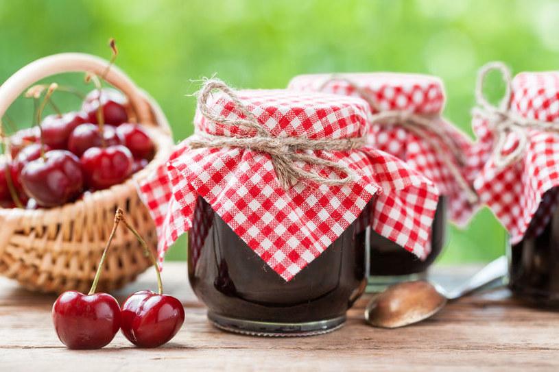 Jeśli chcemy zamknąć czereśniowy smak w słoikach, z powodzeniem przygotować możemy dżemy, konfitury i kompoty /123RF/PICSEL