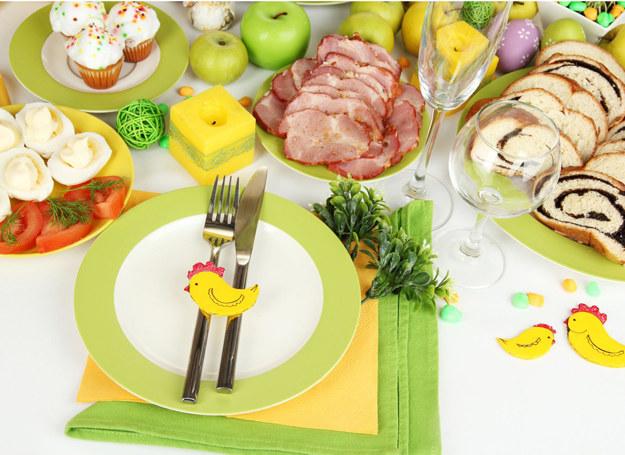 Jeśli chcesz korzystać z dobrodziejstw świątecznego stołu, przeczytaj nasze rady /123RF/PICSEL