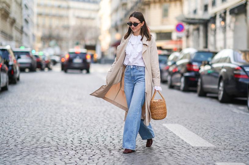 Jeśli chcesz naśladować mieszkanki Paryża, zrezygnuj z dżinsów rurek /Getty Images