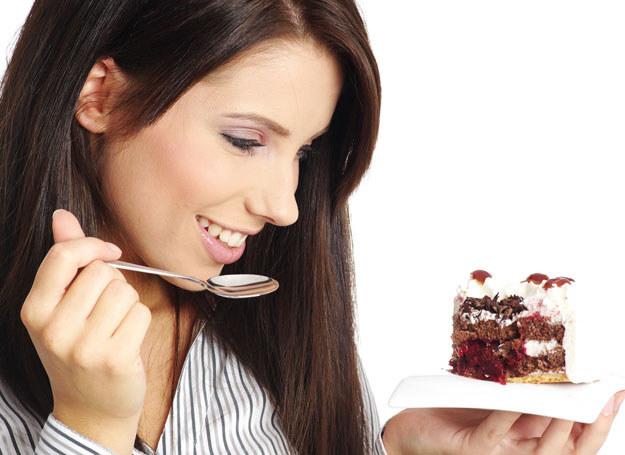 Jeśli chcesz schudnąć musisz pożegnać słodycze /123RF/PICSEL