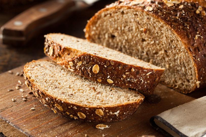 Jeśli chleb, to najlepiej razowy i na zakwasie /123RF/PICSEL