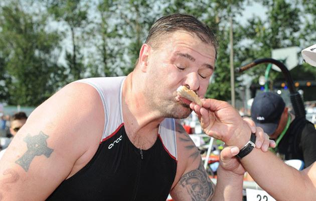 Jeśli chodzi o jedzenie, Tomek lubił sobie folgować. Teraz karze się kapustą /MWMedia