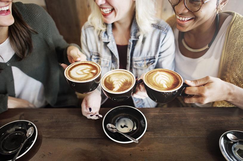 Jeśli cierpisz na niedobory magnezu, odstaw kawę /123RF/PICSEL