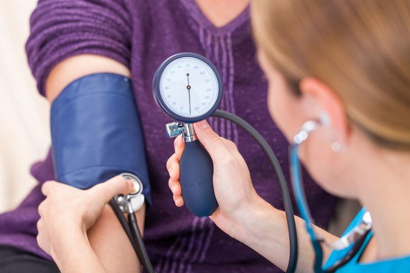 Jeśli ciśnienie tętnicze krwi utrzymuje się powyżej przyjętej normy to mówimy o nadciśnieniu /123RF/PICSEL