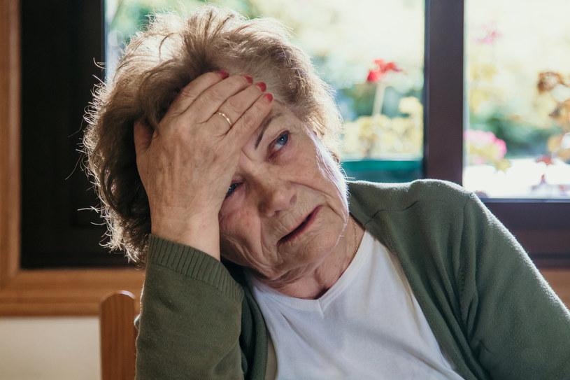 Jeśli często zmagasz się z migrenami, rozważ wykluczenie z jadłospisu produktów, które im sprzyjają /123RF/PICSEL