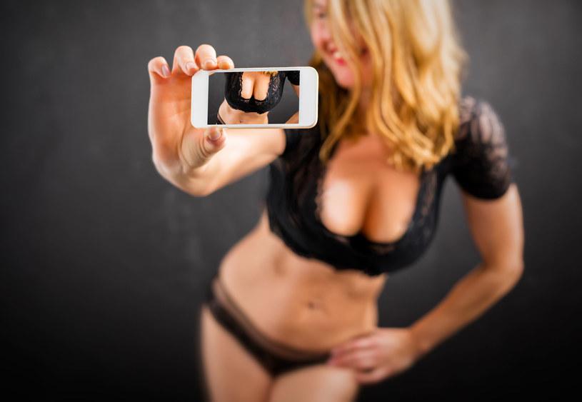 Jeśli dasz się namówić na sexting, warto robić to z głową /123RF/PICSEL