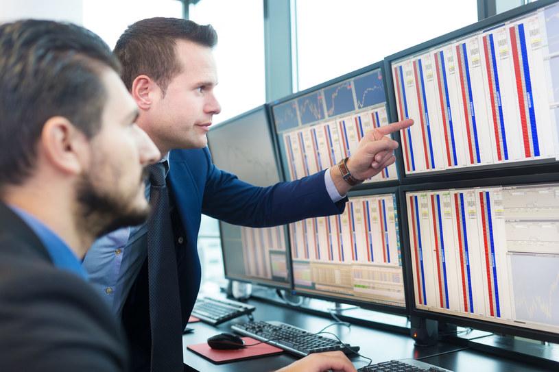 Jeśli jesteśmy początkującymi inwestorami, warto przez pewien czas spróbować swoich sił np. na platformie demo /123RF/PICSEL