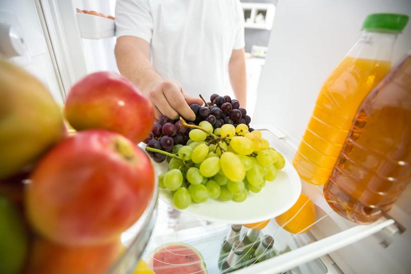 Jeśli kończymy posiłek owocem, to on utrudni przyswajanie składników odżywczych /123RF/PICSEL