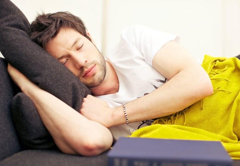 Jeśli korzystasz z Couchsurfingu możesz spać za darmo na całym świecie /123RF/PICSEL