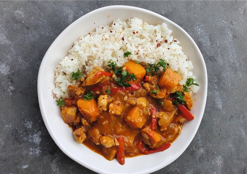 Jeśli lubisz egzotyczne smaku, kurczak po tajsku to dla ciebie świetny wybór na obiad /materiały prasowe /materiały prasowe