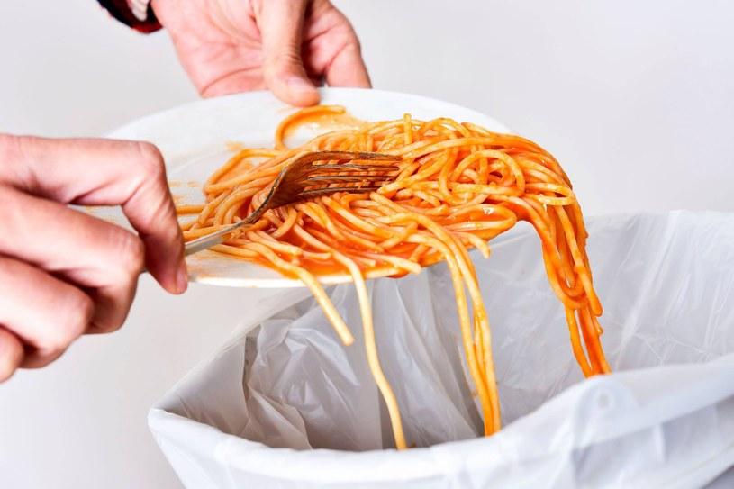 Jeśli makaron nie będzie miał odpowiedniej struktury, sos go nie oblepi /123RF/PICSEL