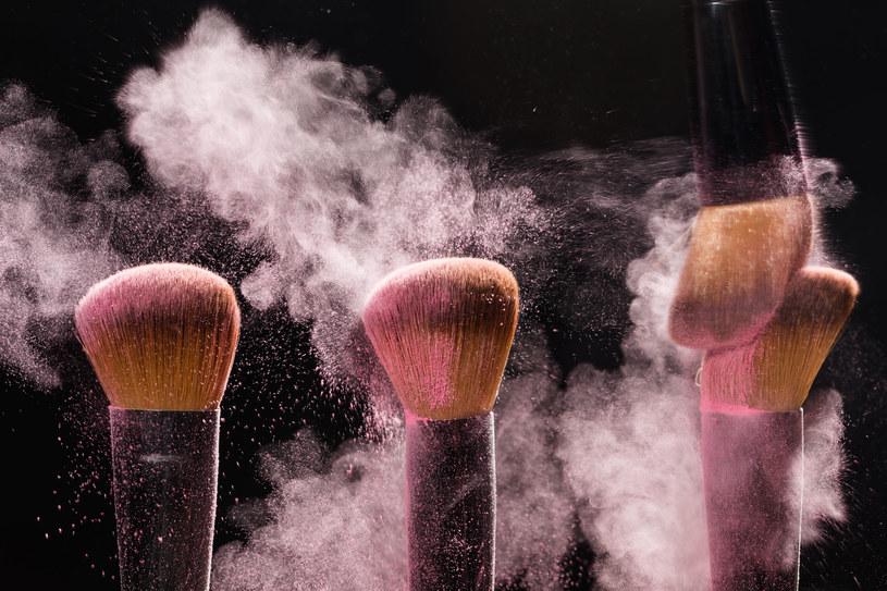 Jeśli masz suchą, wiotką, pergaminową skórę, wypróbuj róż o konsystencji kremu lub musu /123RF/PICSEL